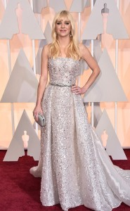 16 ALMOST Anna Faris in Zuhair Murad