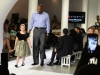 Alonzo Mourning strutting on the runway