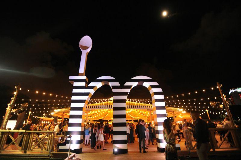 La Feria Market at night